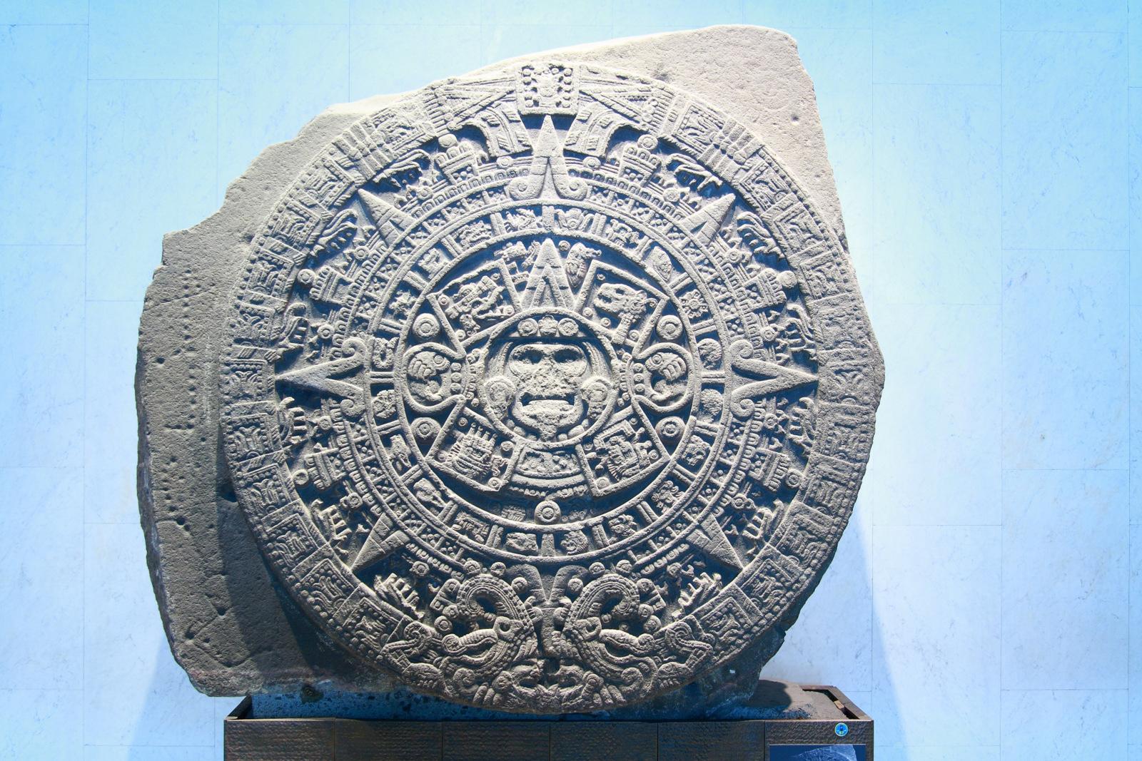 la piedra del sol Así pasó dormida dos siglos la piedra del sol, hasta que en diciembre 1790, cuando se realizaban trabajos de remozamiento de la ciudad, .
